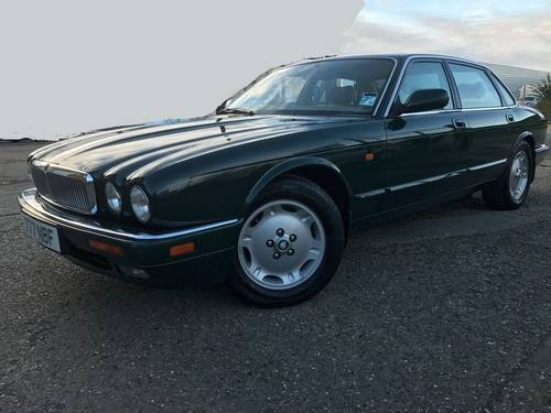 Jaguar XJ6 X300 Executive 1 owner 70k FSH Sunroof - BRG For Sale (picture 1 of 6)