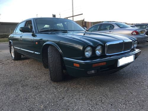 Jaguar XJ6 X300 Executive 1 owner 70k FSH Sunroof - BRG For Sale (picture 2 of 6)