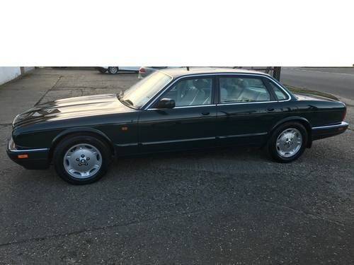 Jaguar XJ6 X300 Executive 1 owner 70k FSH Sunroof - BRG For Sale (picture 4 of 6)
