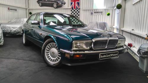 1991 Jaguar Daimler XJ40 4.0 Kingfisher Blue DEPOSIT TAKEN SOLD (picture 1 of 6)