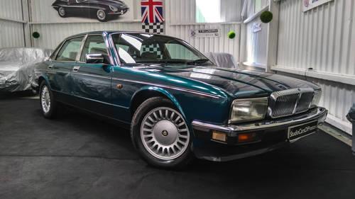1991 Jaguar Daimler XJ40 4.0 Kingfisher Blue DEPOSIT TAKEN SOLD (picture 2 of 6)