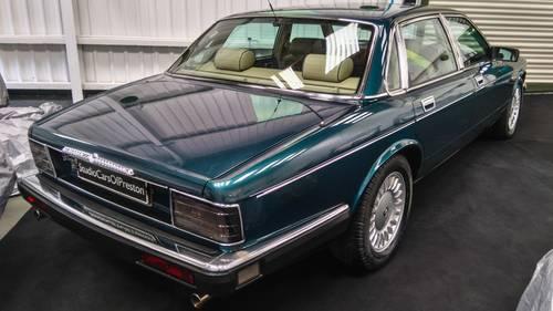 1991 Jaguar Daimler XJ40 4.0 Kingfisher Blue DEPOSIT TAKEN SOLD (picture 5 of 6)
