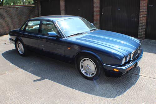 Jaguar XJ6 4.0 SPORT 1997 AJ16 Switchable AUTO 100+ pics For Sale (picture 1 of 6)