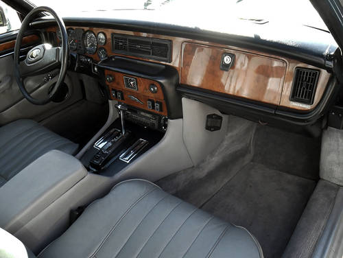 1985 Jaguar XJ12 Sovereign 5.3 HE For Sale (picture 4 of 6)