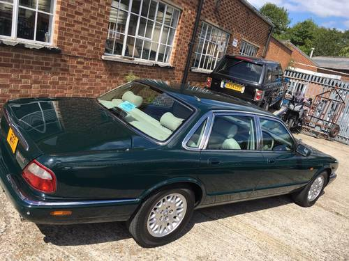 2001 Jaguar XJ8 Saloon Executive 32000 miles only, truly fabulous SOLD (picture 2 of 6)