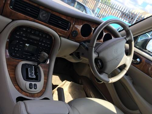 2001 Jaguar XJ8 Saloon Executive 32000 miles only, truly fabulous SOLD (picture 6 of 6)