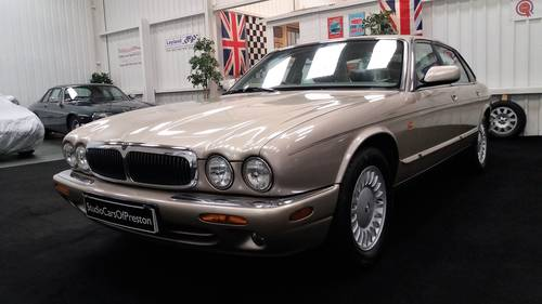 1999 1998 Jaguar XJ8 3.2 V8 in beautiful condition throughout SOLD (picture 2 of 6)