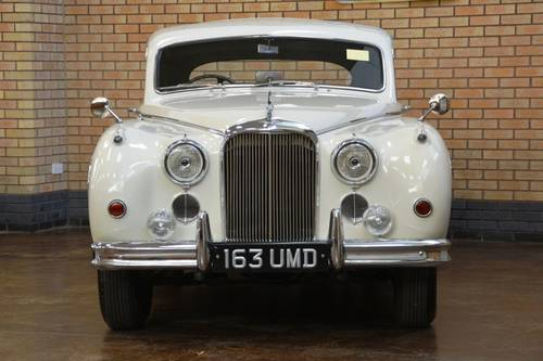 1959 Jaguar MkIX Saloon. Restored to Pebble Beach Std! For Sale (picture 2 of 6)