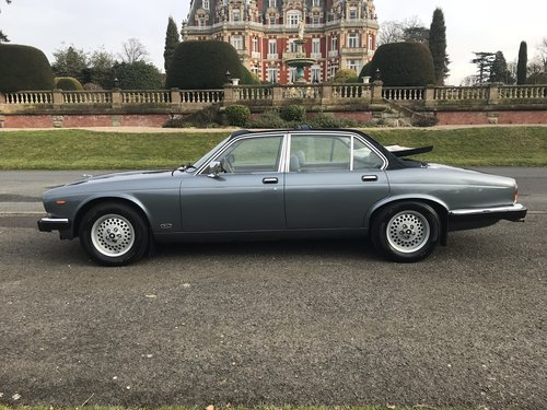 1985 Jaguar XJ6 4.2 Cabriolet Straight Six *** NOW SOLD ***  SOLD (picture 2 of 6)