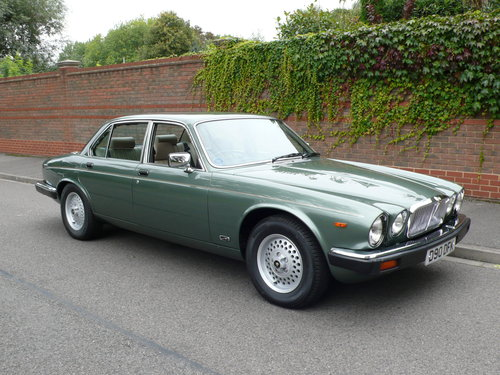 1986 JAGUAR SOVEREIGN 4.2 Ltr SERIES 3 24,000 miles only SOLD (picture 1 of 6)