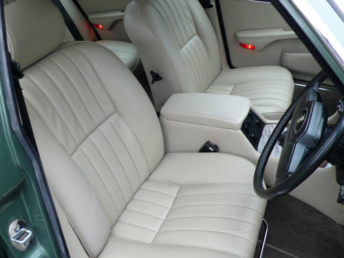 1986 JAGUAR SOVEREIGN 4.2 Ltr SERIES 3 24,000 miles only SOLD (picture 5 of 6)