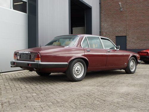 1984 Jaguar XJ-6 4.2 only 108.272 km Swiss car, first paint!! For Sale (picture 2 of 6)
