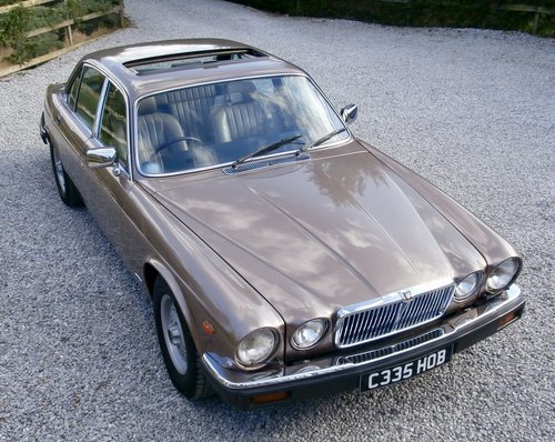 1985 Jaguar XJ12 Sovereign HE Series 3 ( RESERVED ) SOLD (picture 1 of 6)