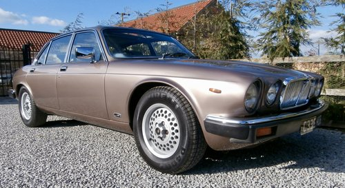 1985 Jaguar XJ12 Sovereign HE Series 3 ( RESERVED ) SOLD (picture 2 of 6)