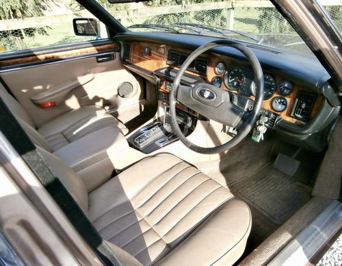 1985 Jaguar XJ12 Sovereign HE Series 3 ( RESERVED ) SOLD (picture 5 of 6)