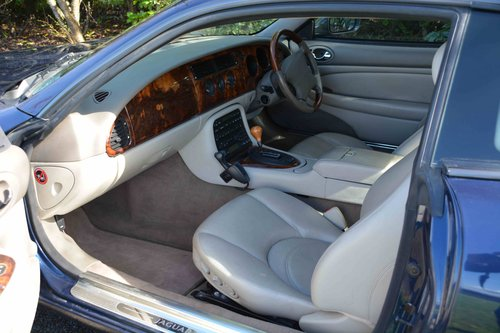 2001 Jaguar XKR  SOLD (picture 5 of 6)