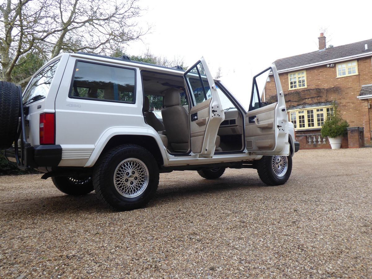 Jeep Cherokee XJ 4 Litre  Rare 5x Speed Manual 85k miles For Sale (picture 5 of 6)