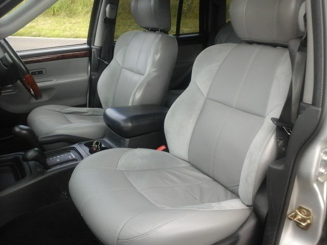 2004 Jeep Grand Cherokee V8 Overland at Morris Leslie Auction For Sale by Auction (picture 3 of 6)