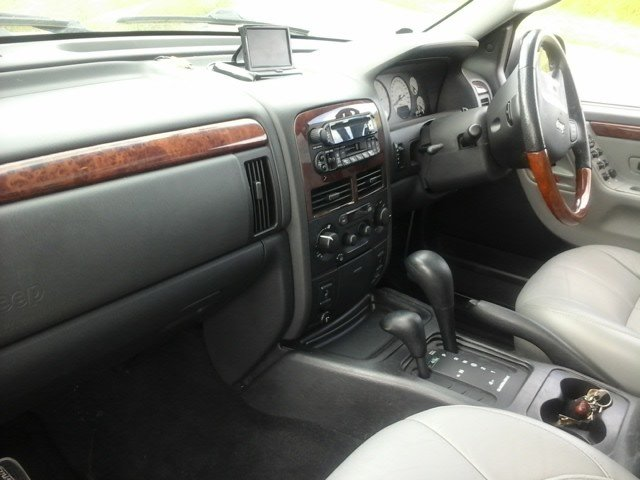 2004 Jeep Grand Cherokee V8 Overland at Morris Leslie Auction For Sale by Auction (picture 4 of 6)