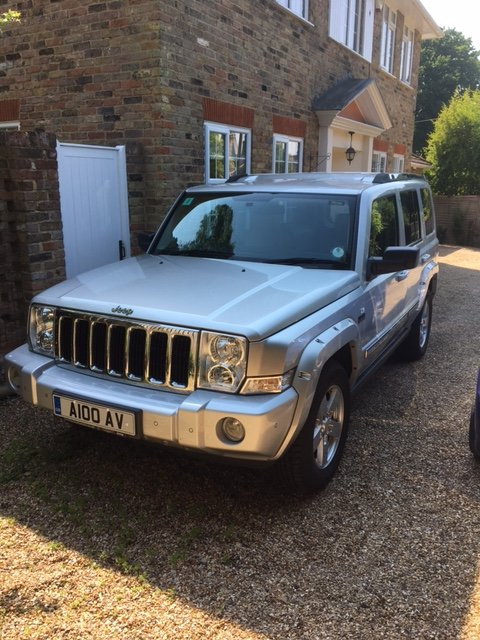 2007 JEEP COMMANDER V8 HEMI. 7 -SEATER. REDUCED PRICE For Sale (picture 1 of 6)