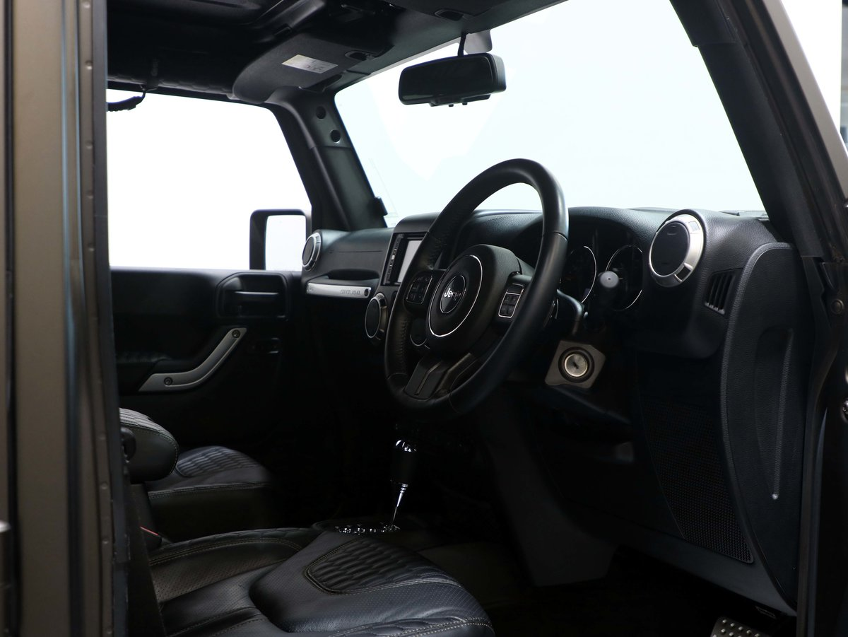 2017 17 17 JEEP WRANGLER OVERLAND BLACK HAWK EDITION AUTO For Sale (picture 5 of 6)
