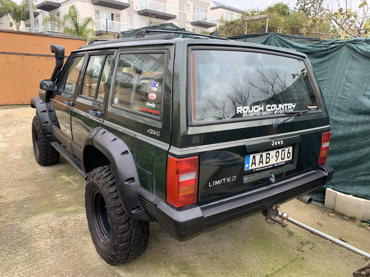 1996 Jeep Cherokee XJ limited For Sale (picture 2 of 4)