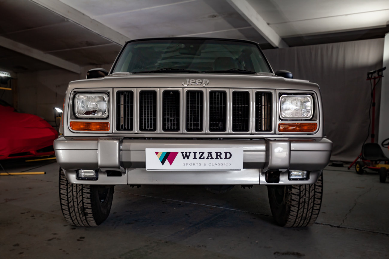 2001 Jeep Cherokee XJ 4.0 ORVIS 17K miles!!! For Sale (picture 2 of 4)
