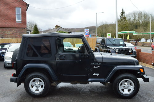 JEEP WRANGLER 2.5 SOFT TOP CONVERTIBLE 4WD + 2002 + LHD SOLD (picture 2 of 3)