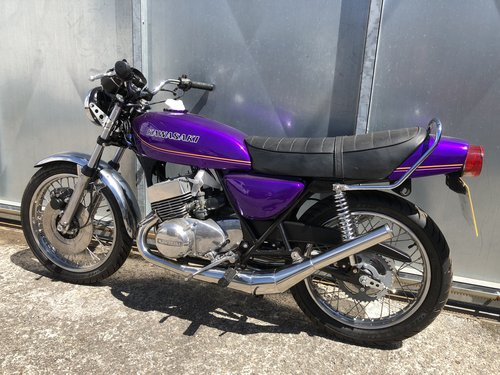 1977 KAWASAKI KH 400 TRIPLE STAGGERING UNFINISHED BIKE WITH V5 For Sale (picture 4 of 5)