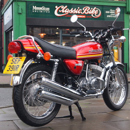 1977 KH250B Triple, RESERVED FOR PATRICK. SOLD (picture 1 of 6)