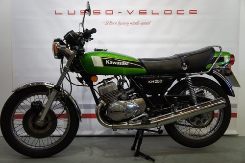 1980 Kawasaki KH 250 UK bike 9224 Miles  For Sale (picture 2 of 6)