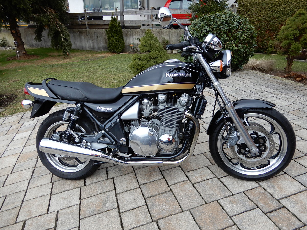 1993 Kawasaki Zephyr 1100 big aircooled muscle bike in top state SOLD (picture 1 of 6)