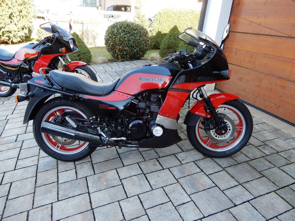 1985 GPZ 750 TURBO……..Totally original condition SOLD (picture 1 of 6)