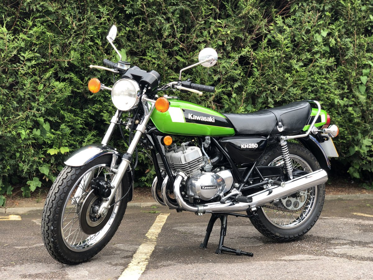 Kawasaki KH 250 1980 Restored Condition !! SOLD (picture 1 of 6)