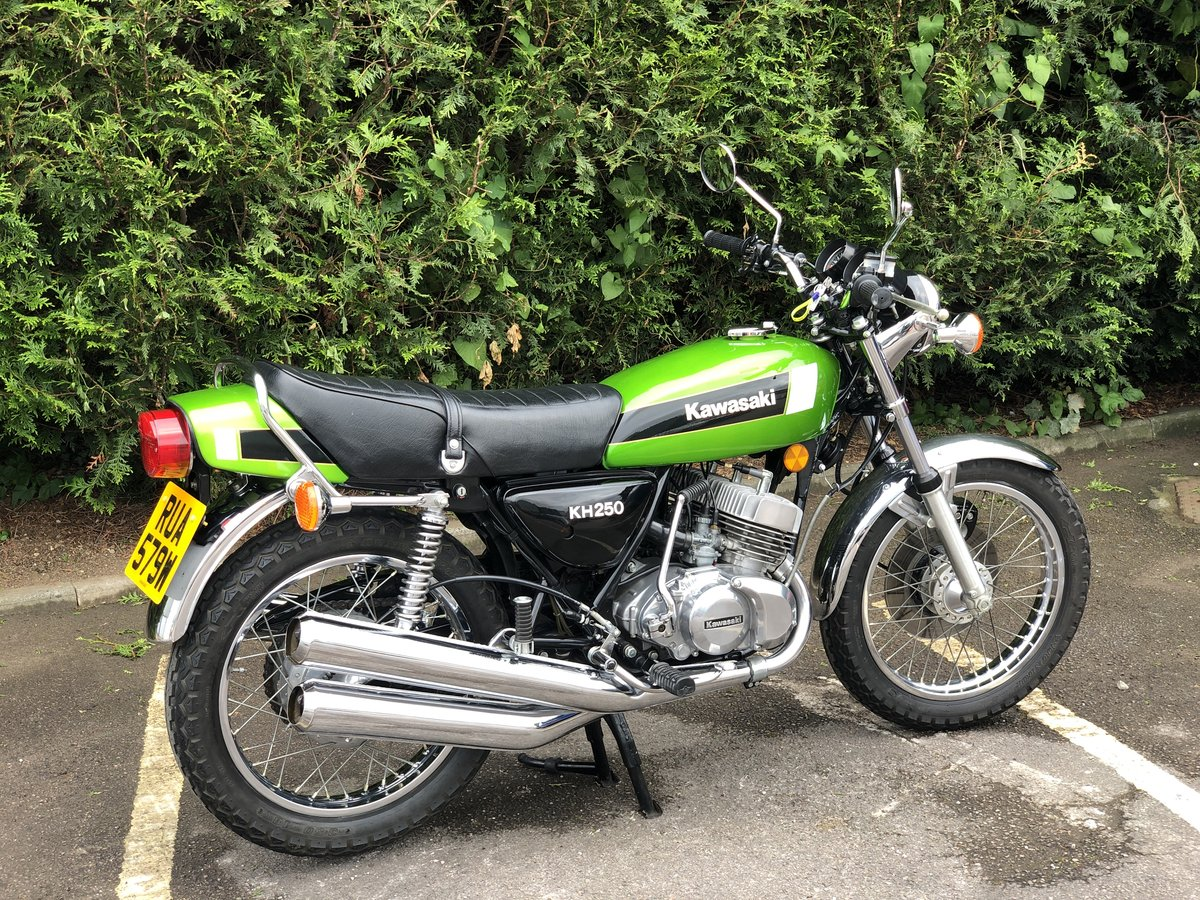 Kawasaki KH 250 1980 Restored Condition !! SOLD (picture 2 of 6)