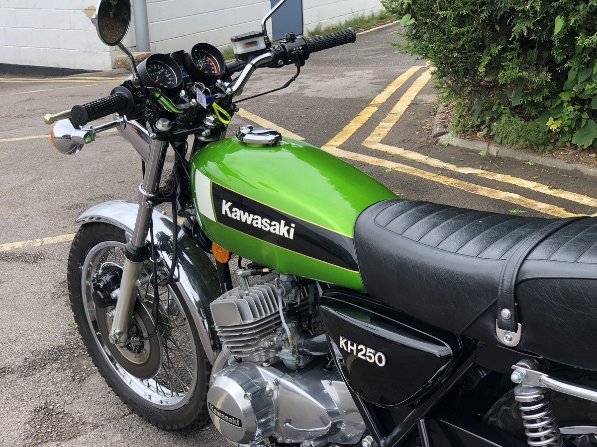 Kawasaki KH 250 1980 Restored Condition !! SOLD (picture 5 of 6)