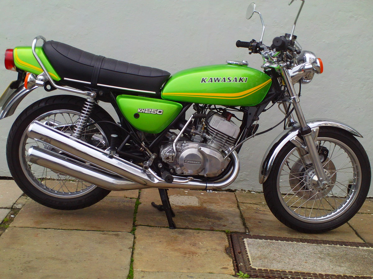1980 KAWASAKI KH250 SOLD (picture 1 of 6)