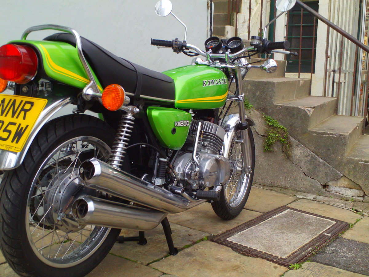 1980 KAWASAKI KH250 SOLD (picture 2 of 6)