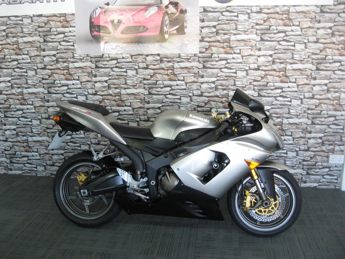 2006 06-reg Kawasaki ZX636r finished in grey metallic For Sale (picture 1 of 6)