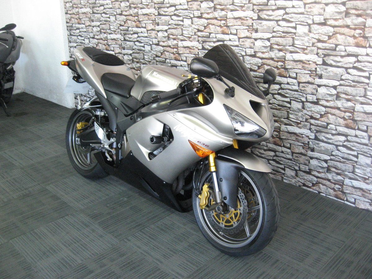 2006 06-reg Kawasaki ZX636r finished in grey metallic For Sale (picture 3 of 6)
