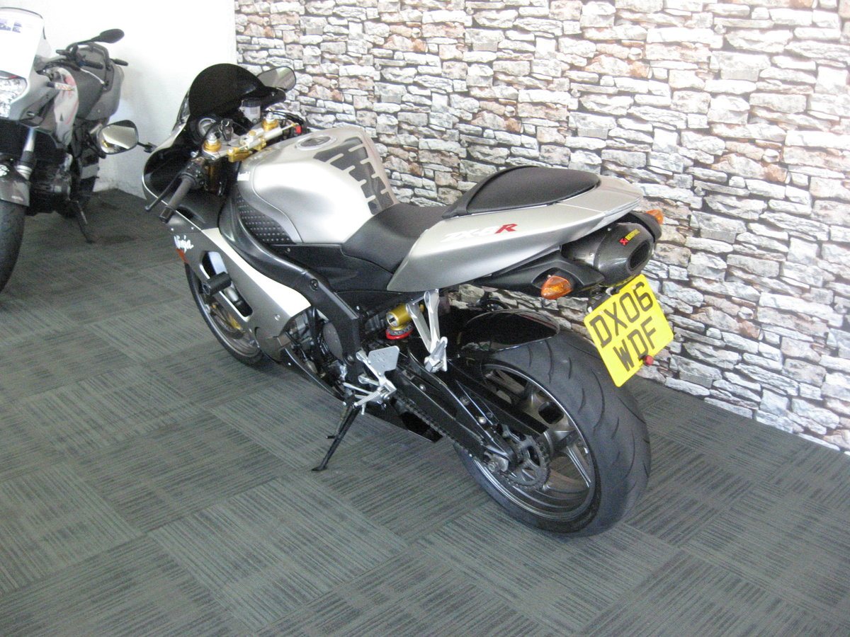 2006 06-reg Kawasaki ZX636r finished in grey metallic For Sale (picture 4 of 6)