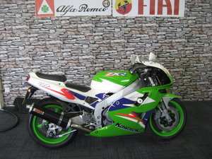 1997 P-reg Kawasaki ZXR400 finished in green and white
