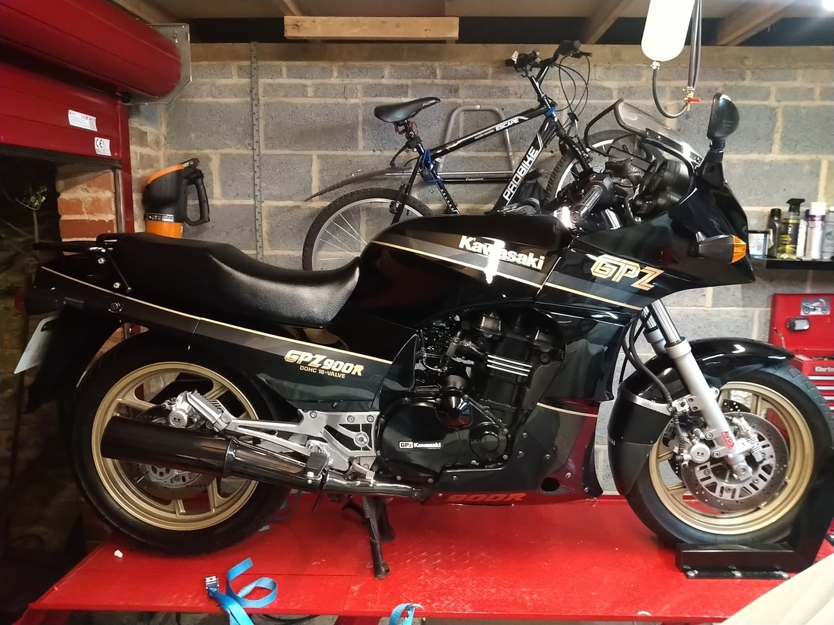 1989 Kawasaki GPZ 900 R A6. For Sale (picture 1 of 4)