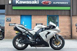 2006 06 Kawasaki ZX-10R Supersport Silver