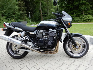1999 Kawasaki ZRX1100R in rare black original paintsheme Stunning For Sale