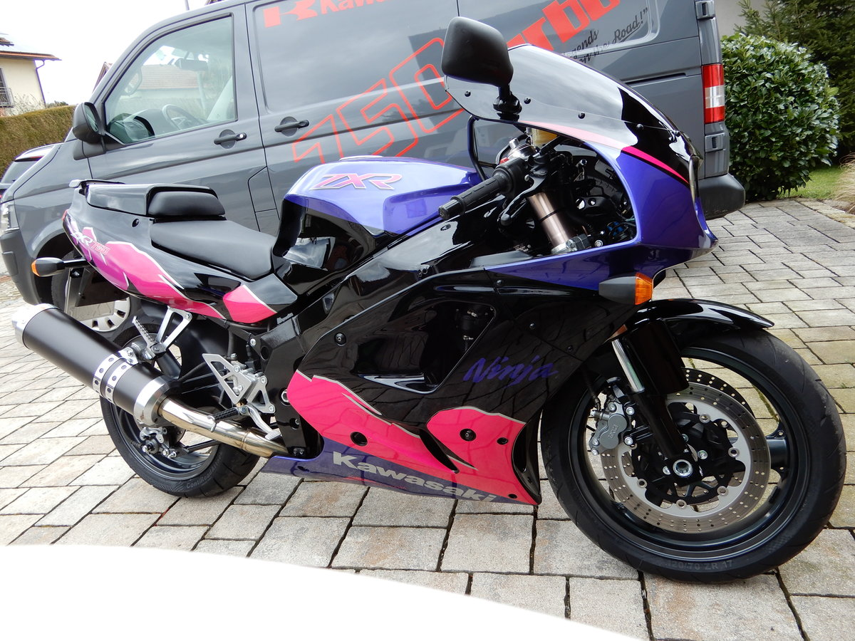 1993 Kawasaki ZXR750 1 owner bike just 8.632 miles! For Sale (picture 6 of 6)