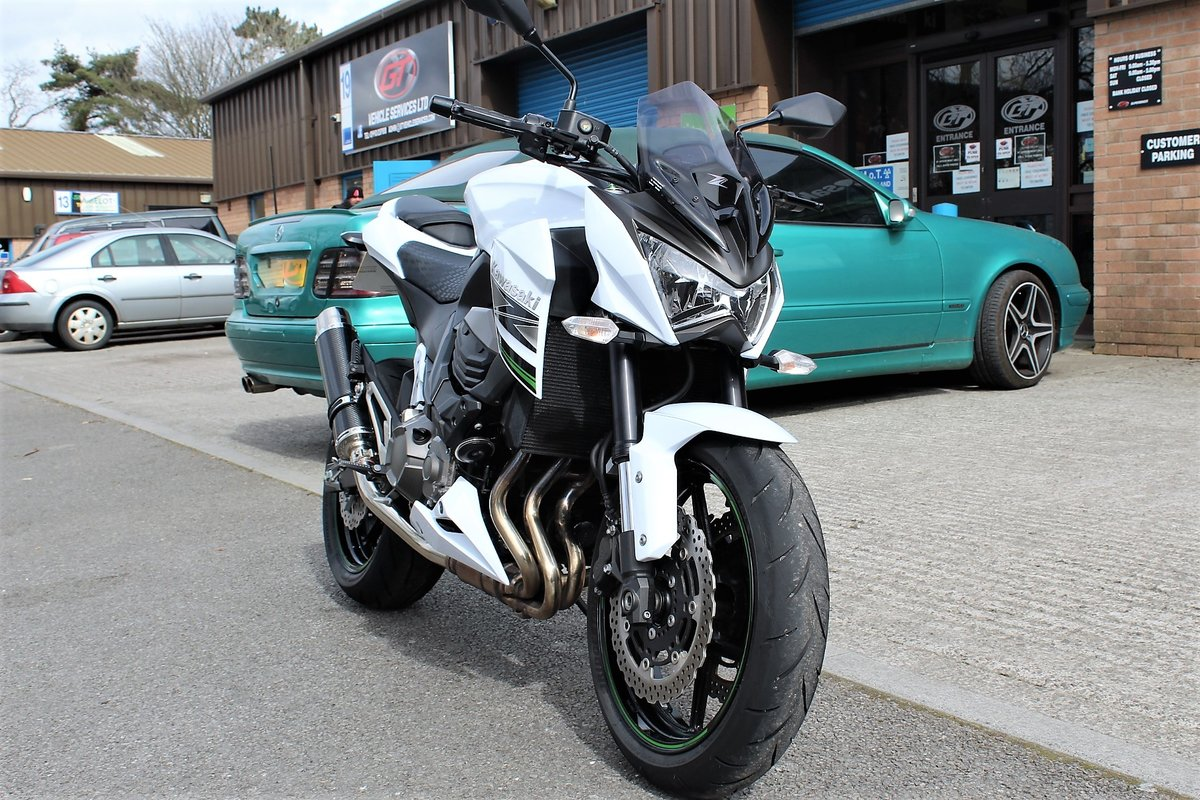 2015 15 Kawasaki Z800 **White** Just 5,800 Miles** For Sale (picture 2 of 12)