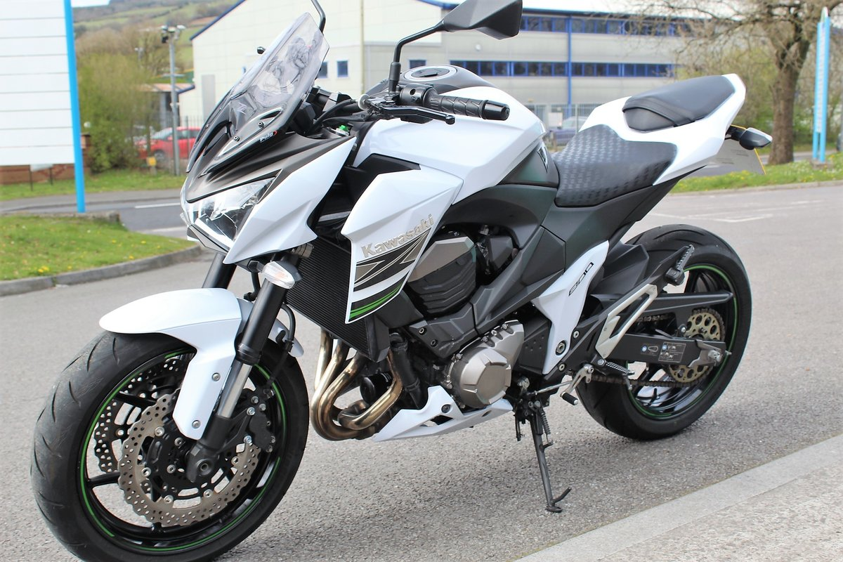 2015 15 Kawasaki Z800 **White** Just 5,800 Miles** For Sale (picture 3 of 12)