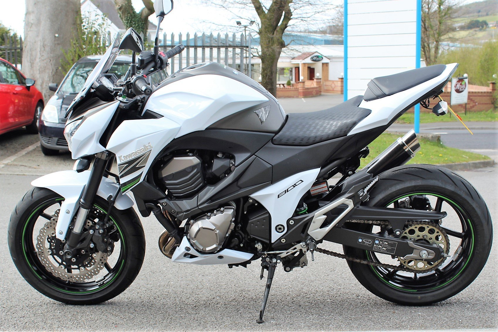 2015 15 Kawasaki Z800 **White** Just 5,800 Miles** For Sale (picture 4 of 12)