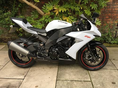 2009 Kawasaki ZX10R, 10000miles, Exceptional Condition SOLD (picture 1 of 6)